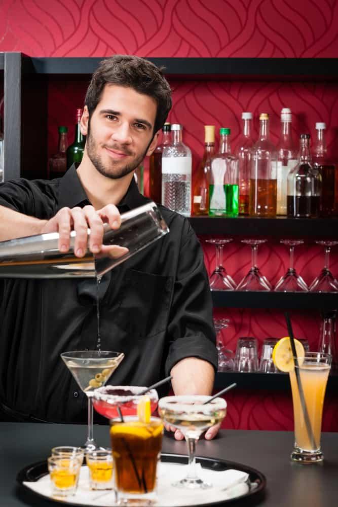 lær at lave drinks