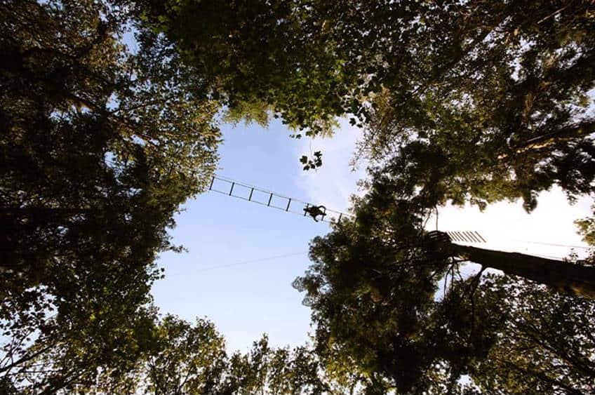 klatring højt oppe i luften
